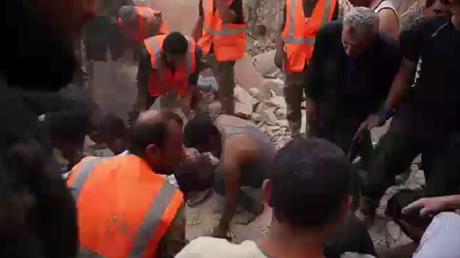 Une fillette miraculeusement sauvée des décombres à Alep après l'offensive du Front al-Nosra (VIDEO)