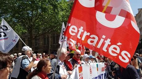 Les retraités défilent à Paris contre la précarisation de leur situation et la loi travail (VIDEO)