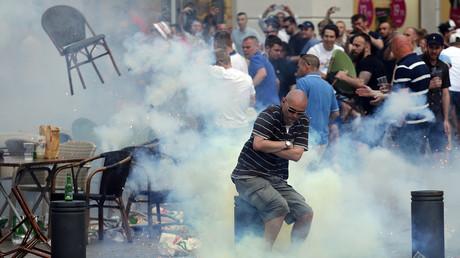 A Marseille, les supporters de se battent à coup de chaises de bistrot