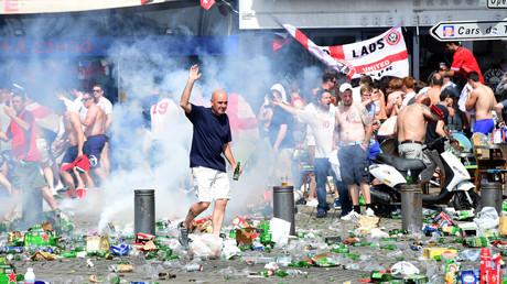 Des supporters anglais sur le Vieux-Port