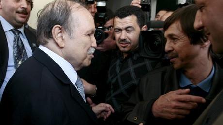 Face à la crise pétrolière, Abdelaziz Bouteflika remanie son gouvernement