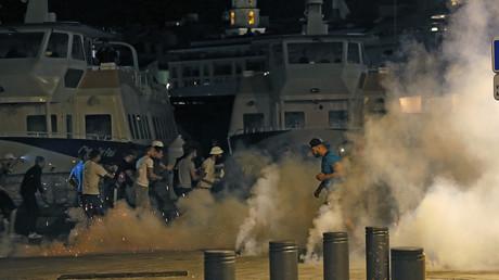 Les violences se sont poursuivies tard dans la nuit de samedi à dimanche à Marseille en marge de la rencontre entre la Russie et l'Angleterre pour l'Euro 2016