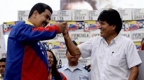 A droite, le dirigeant bolivien Evo Morales en compagnie du président du Venezuela, Nicolas Maduro
