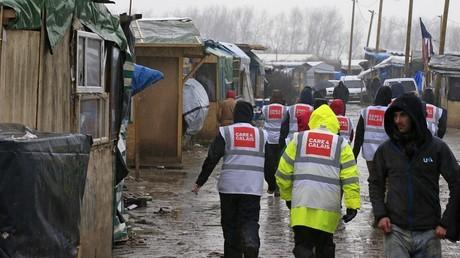 Des bénévoles du groupe Care 4 Calais apportent leur soutien aux réfugiés