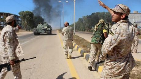 Les soldats du nouveau gouvernement d'unité libyen en train de reprendre la ville de Syrte à l'Etat islamique, le 9 juin 2016.
