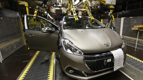 Un modèle de Peugeot 208.
