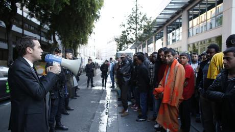 Evacuation des migrants à la halle Pajol, dans le 18ème arrondissement de Paris