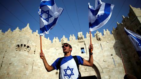 Brûler le drapeau israélien sur le sol de l'Etat hébreux pourrait bientôt vous coûter très cher
