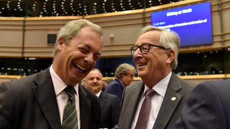 Président de la Commisson Européenne Jean-Claude Juncker accueille le leader du UKIP Nigel Farage
