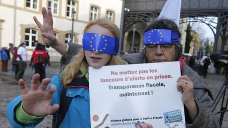 Une action de protestation en soutien des lanceurs d'alerte pendant le procès de LuxLeaks