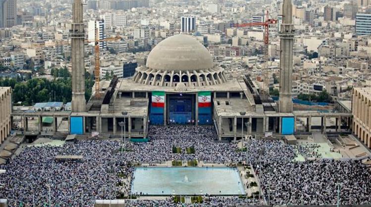 Dans la capitale iranienne, plusieurs dizaines de milliers de fidèles se sont joints à Ali Khameneï pour la prière