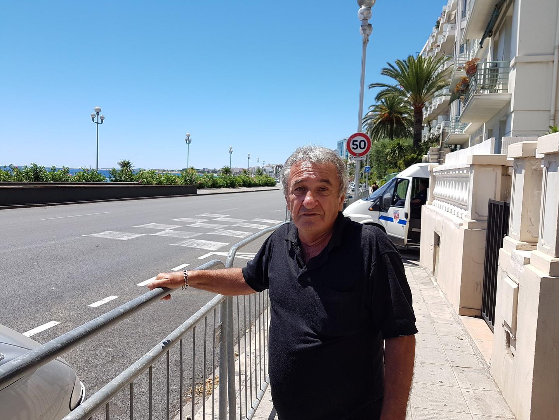Alain, retraité de 71 ans et riverain de la Promenade des Anglais est très en colère contre les autorités. Il n'hésite pas à demander la démission du préfet