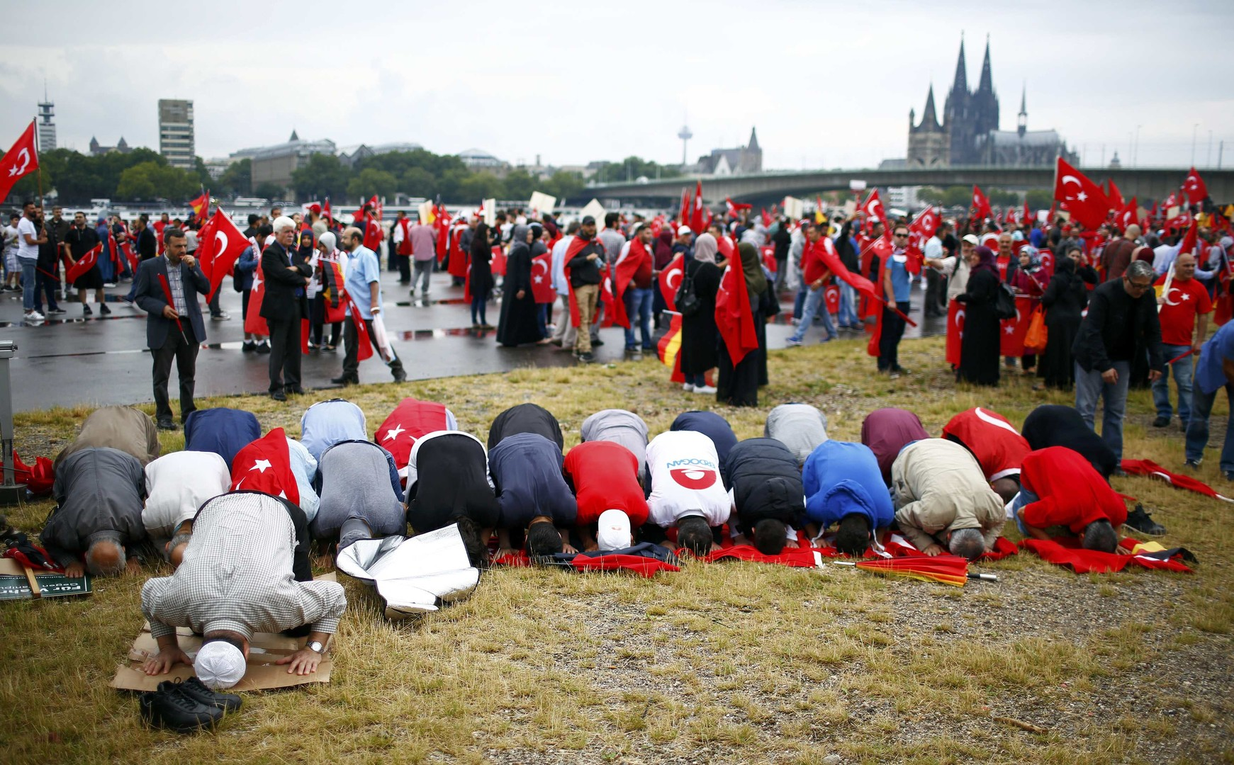 Allemagne : 40 000 personnes dans les rues de Cologne pour soutenir Erdogan (PHOTOS, VIDEOS)