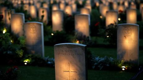 Commémorations de la bataille de la Somme avec Hollande et la famille royale britannique