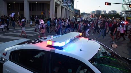 EN CONTINU : cinq policiers tués et sept blessés à Dallas lors de manifestations contre les bavures