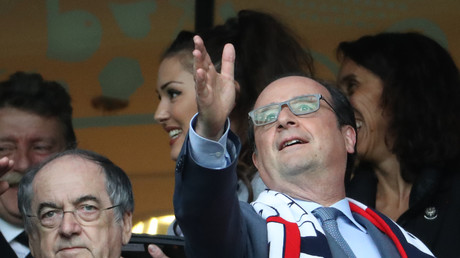 Hollande et Valls surfent sur les exploits des Bleus, la twittosphère rit jaune