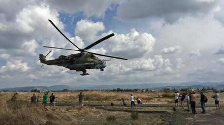 Hélicoptère de type Mi-24 sur la base militaire russe en Syrie