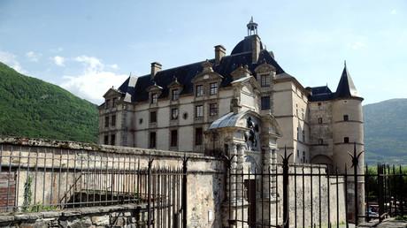 Isère : un site touristique majeur ferme ses portes à cause de l'installation de gens du voyage