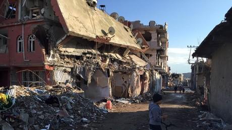 La ville de Cizre détruite par les troupes turques