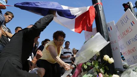 A Nice, les hommages aux morts sont aussi nombreux que les questions à propos du dispositif de sécurité déployé pour le 14 juillet