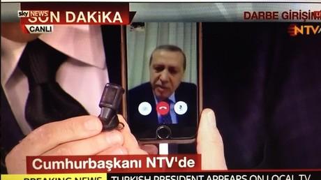 Visé par un coup d'Etat, le dirigeant turc Erdogan appelle à la résistance... sur l'appli FaceTime !
