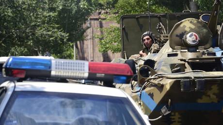 Arménie : les autorités ordonnent aux preneurs d'otage du poste de police de se rendre