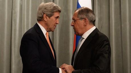 John Kerry et Sergueï Lavrov lors de la visite du diplomate américain à Moscou