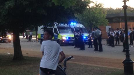 La bataille d'eau géante a dégénéré en un déchaînement de violences dans le célèbre Hyde Park de Londres