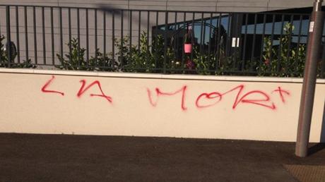 La police recherche les auteurs de l'inscription menaçante taguée sur les murs de la mosquée de Bron