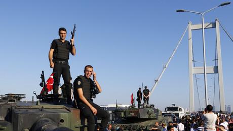 Coup d'Etat avorté en Turquie : nouvelle vidéo сhoquante du carnage sur le pont du Bosphore