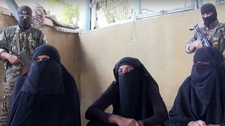 Des combattants de Daesh habillés en femmes capturés en tentant de fuir une ville assiégée (VIDEO)