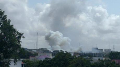 Deux explosions et des coups de feu à Mogadiscio en Somalie