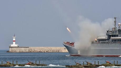 La Russie célèbre le Jour de la Marine à travers le pays avec spectacles et parades