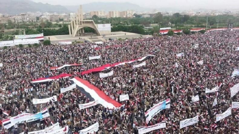 Des milliers de Yéménites protestent contre la coalition menée par l'Arabie saoudite (PHOTOS)