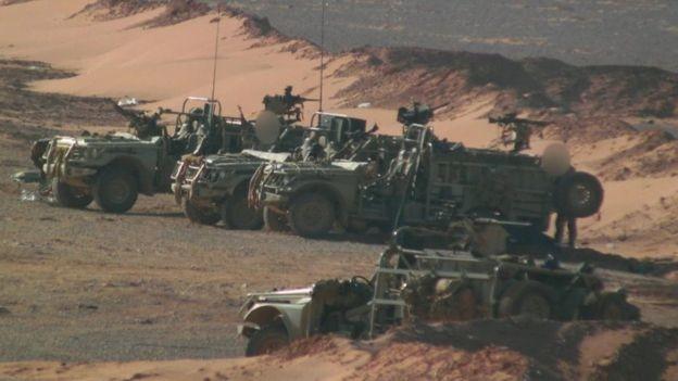 Des véhicules britanniques dans la base d'Al Tanaf
