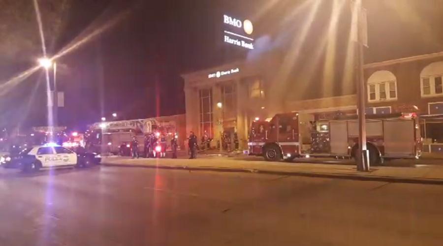 Milwaukee : voitures brûlées et affrontements après le décès d'un jeune Afro-américain (IMAGES)