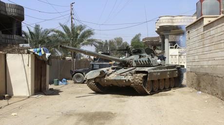 Un char des militaires irakiens en Anbar
