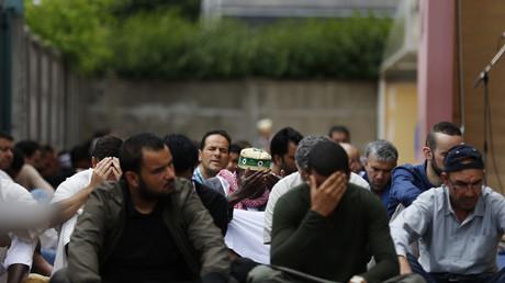 Une prière à la mosquée Yahya à Saint-Etienne-du-Rouvray quelques jours après meurtre du père Jacques Hamel