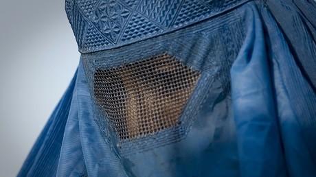 Le ministre allemand de l'Intérieur appelle à son tour à une interdiction partielle de la burqa