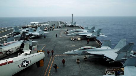 Avions de combat F/A-18 Hornet  et E-2D Hawkeye