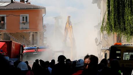 Seconde journée des operations de secours dans les décombres d'Amatrice