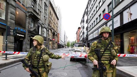 Dortoirs mixtes et chars d'assaut : la Norvège étend son service militaire aux femmes