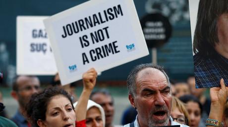 Des manifestants protestent contre la fermeture d'un journal en Turquie (archive)