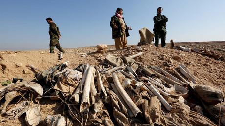 Une fosse commune yézidie près de Sinjar en décembre 2015