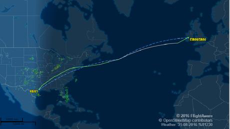 En pleine tempête au dessus de l'océan, un Boeing et ses 220 passagers échappent au drame