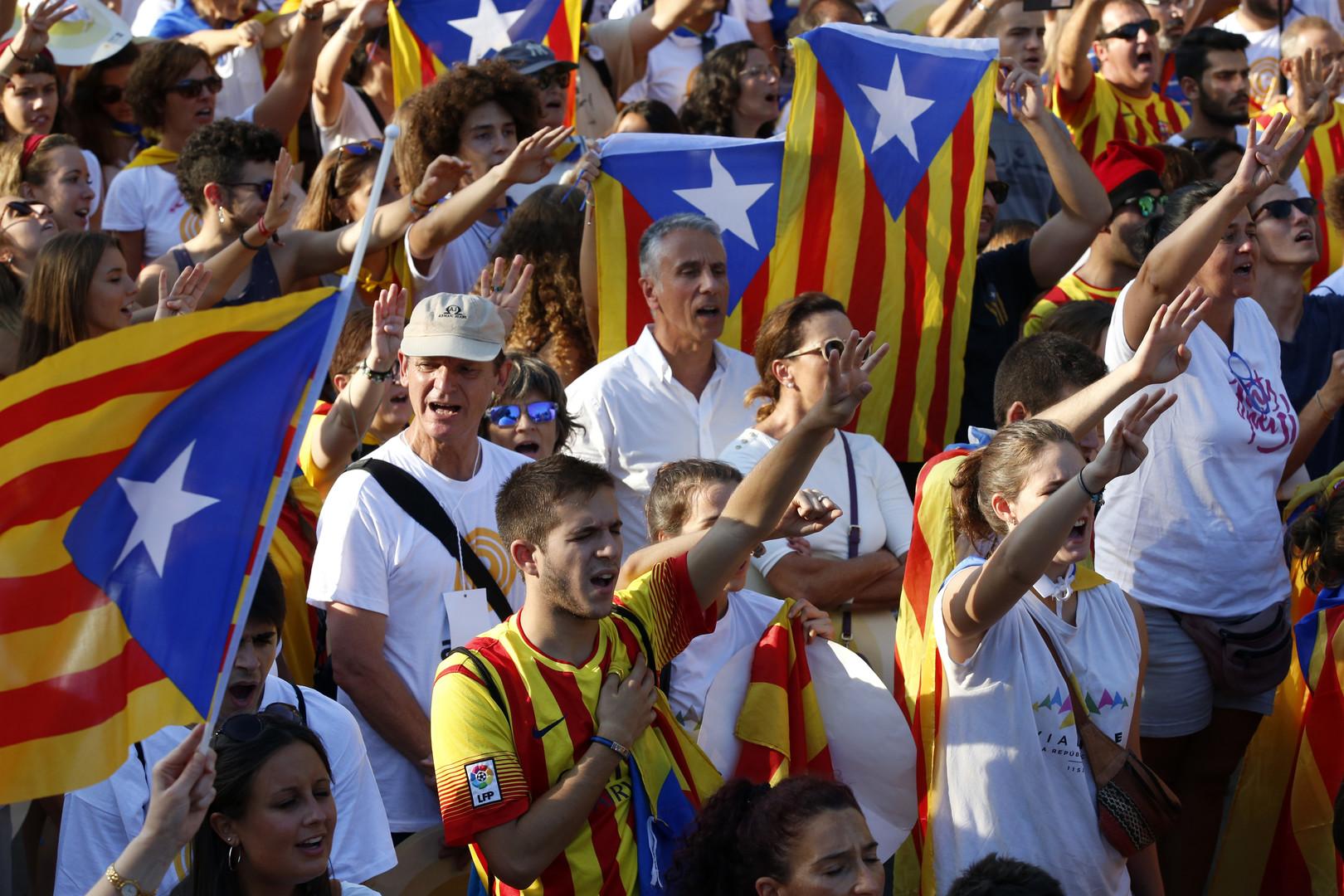 Plusieurs centaines de milliers de Catalans manifestent pour l'indépendance (IMAGES)