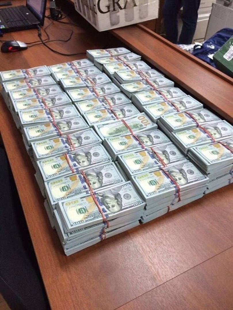 50 sacs de billets de banque retrouvés chez un colonel de police russe luttant contre la corruption