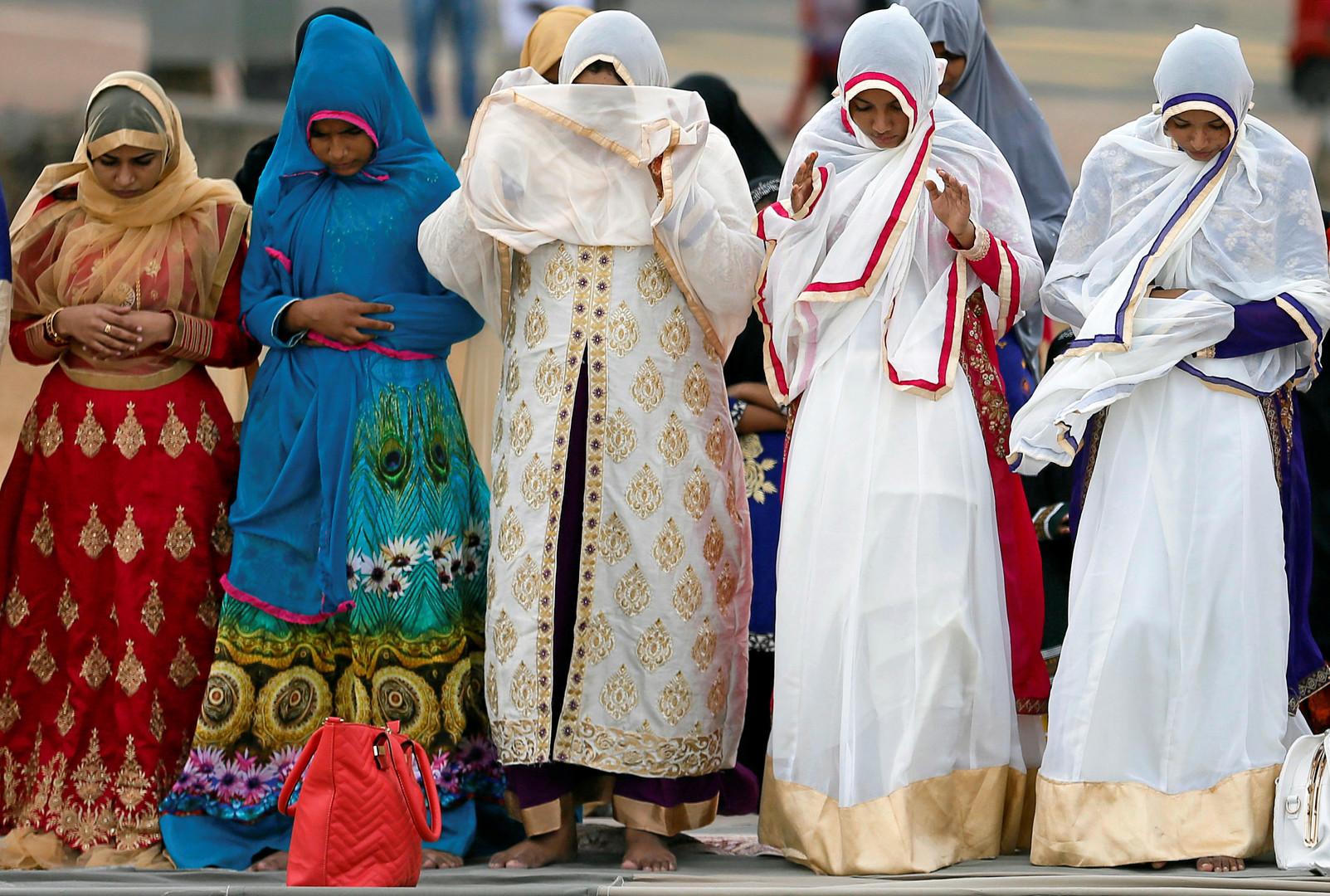 Prière du matin, lundi 12 septembre, dans la capitale sri-lankaise, Colombo.