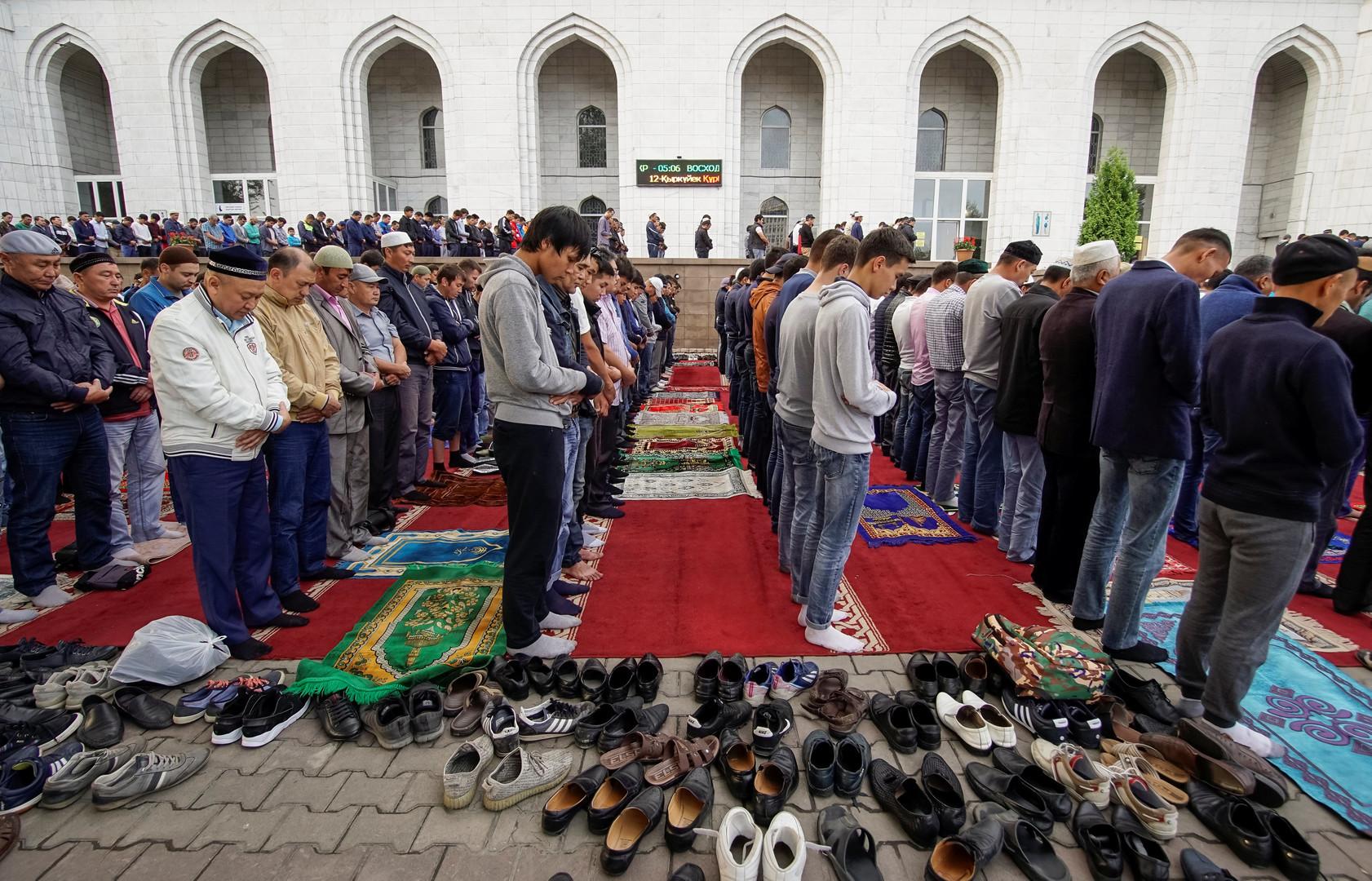 Prière du début de l'Aïd dans la mosquée centrale d'Almaty, capitale du Kazakhstan.