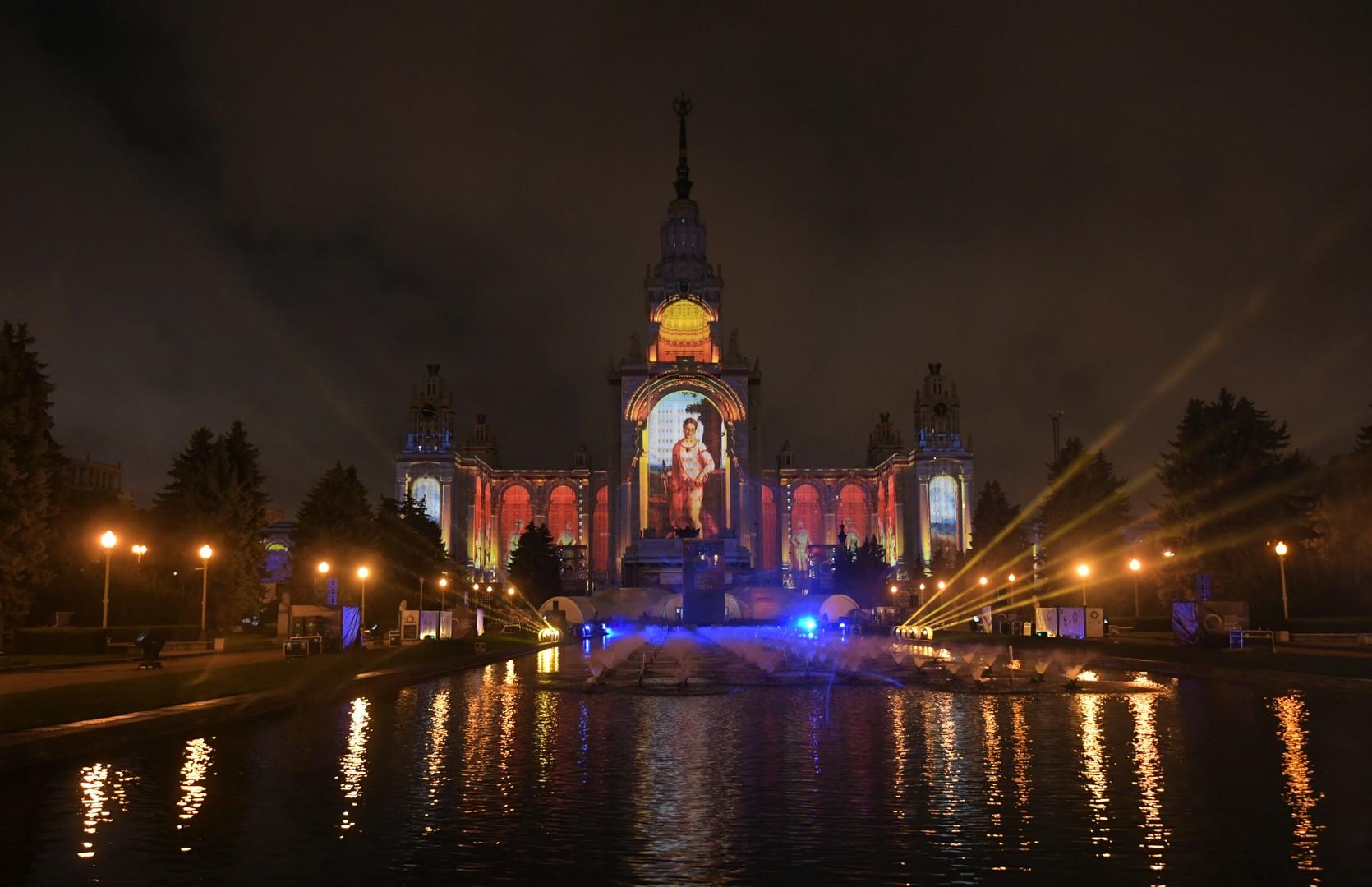 Cercle de lumière : les façades historiques de Moscou se transforment en toile (PHOTOS, VIDEOS)